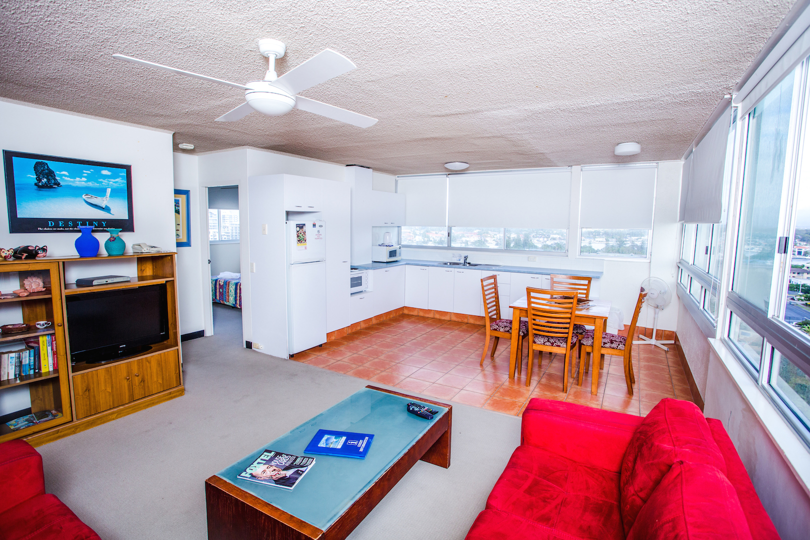 The-Shore-Apartments-Surfers-Paradise-Superior-U4-living